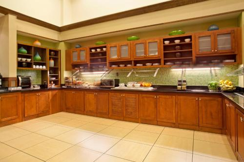 A kitchen or kitchenette at Hyatt Place Orlando / I-Drive / Convention Center