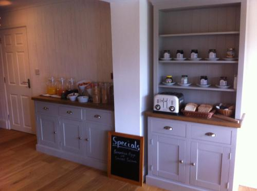 A kitchen or kitchenette at Burcott Mill Guesthouse