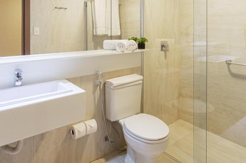 A bathroom at Ponta Mar Hotel