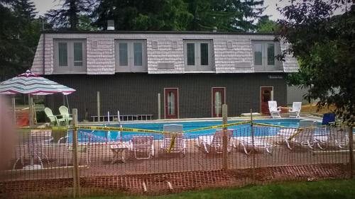 The swimming pool at or close to Edelweiss Ski Lodge