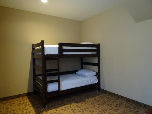 A bunk bed or bunk beds in a room at Holiday Inn Express Springdale - Zion National Park Area, an IHG Hotel