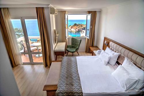 Ein Bett oder Betten in einem Zimmer der Unterkunft Hotel Adrović