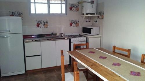 A kitchen or kitchenette at La Solita