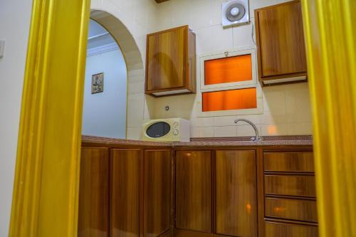 A cozinha ou cozinha compacta de الارجوان الراقية