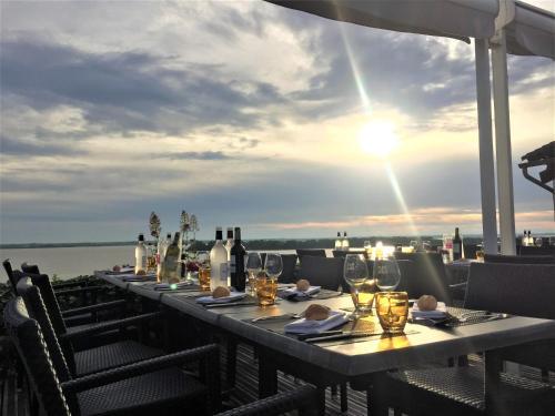 Restaurant ou autre lieu de restauration dans l'établissement Hôtel Restaurant La Citadelle