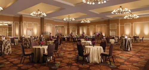 A restaurant or other place to eat at The Mirage