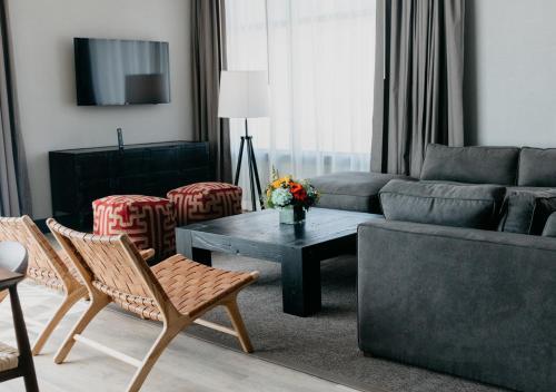 A seating area at Origin Red Rocks, a Wyndham Hotel