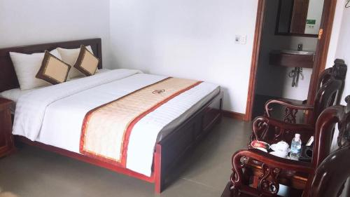 A bed or beds in a room at Him Lam Resort
