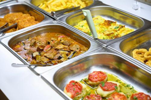 Επιλογές μεσημεριανού ή/και δείπνου για τους επισκέπτες του Parthenon Art Hotel