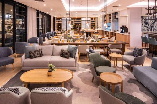 The lounge or bar area at Hilton Garden Inn Umhlanga Arch
