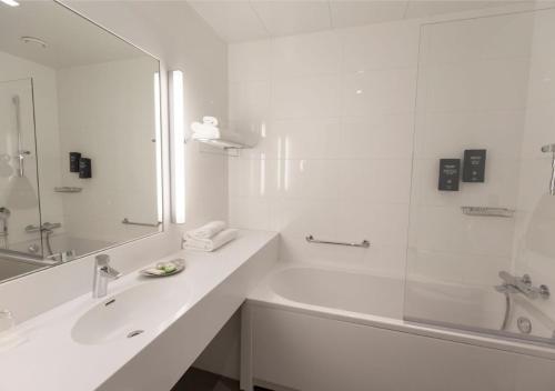 A bathroom at Solo Sokos Hotel Paviljonki