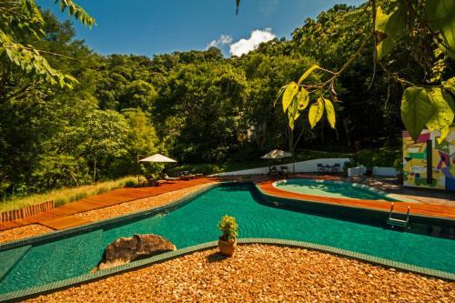 A piscina localizada em Six Senses Botanique ou nos arredores
