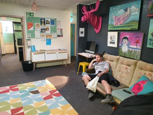 A family staying at ArtHouse Accommodation Boutique Backpackers