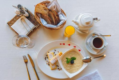 Breakfast options available to guests at Chateau Vartely