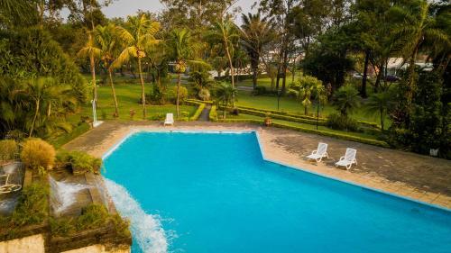 Вид на бассейн в Lotus Suite или окрестностях