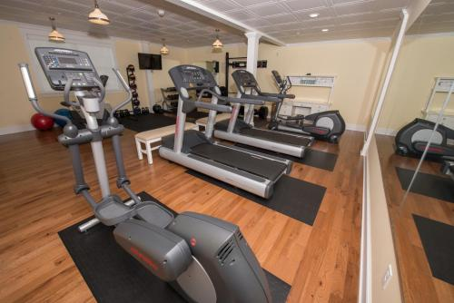 The fitness center and/or fitness facilities at Mills Park Hotel