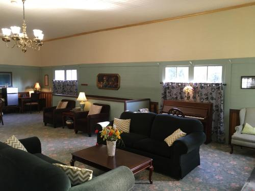 A seating area at Alexander's Lodge