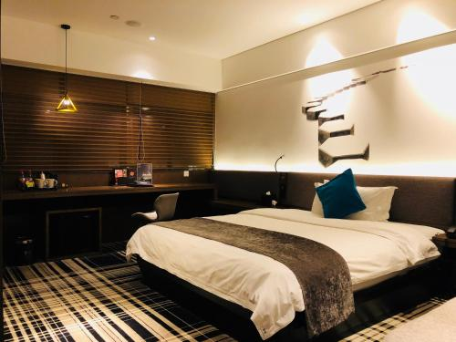 A bed or beds in a room at Likto Hotel