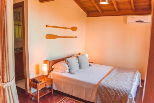 Cama ou camas em um quarto em Pousada Caminho do Rei