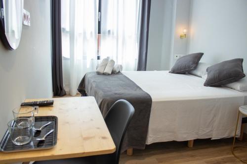 A bed or beds in a room at Pensión B4R