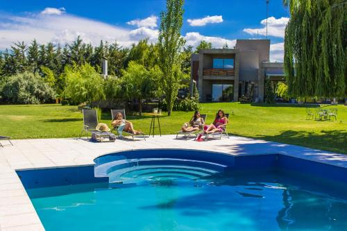The swimming pool at or near Casa de Huéspedes La Azul