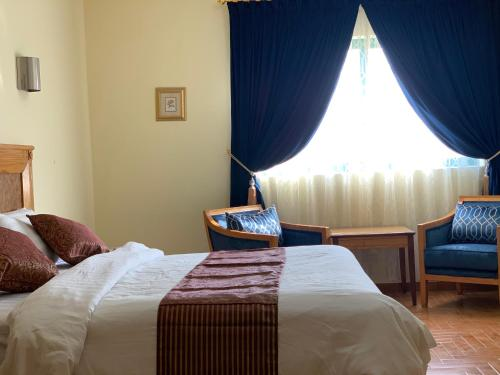 Cama ou camas em um quarto em Mansour Plaza Hotel Apartments