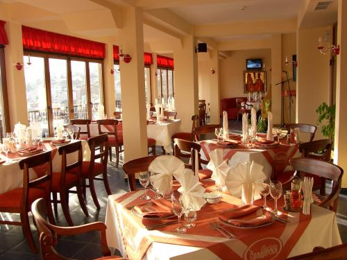 A restaurant or other place to eat at Meridian Hotel Bolyarski