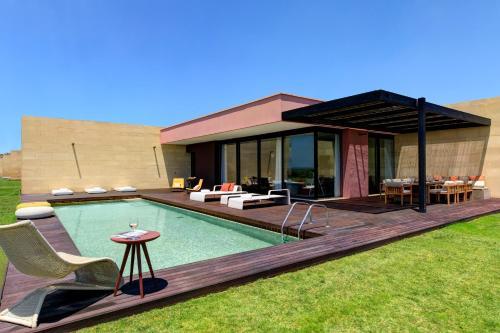 The swimming pool at or close to Verdura Resort