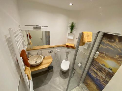 A bathroom at Pension Alscher Garni