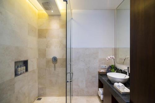 A bathroom at Amatara Athaya Ubud