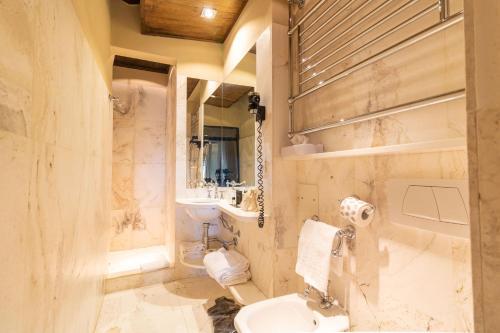 A bathroom at Castello Di Monterone