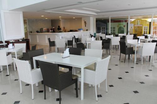 Een restaurant of ander eetgelegenheid bij Royale Chulan Damansara