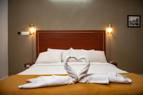 A bed or beds in a room at Agonda Palace Resort