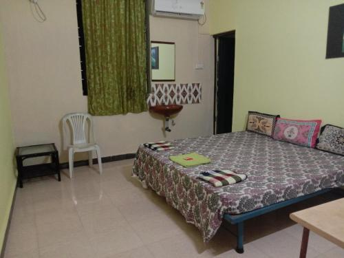 A bed or beds in a room at Aguiar Guest House