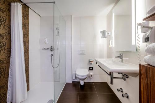 A bathroom at Hotel IMLAUER Wien