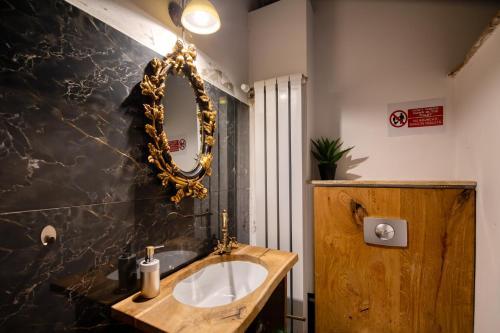 A bathroom at KUBIQ Residence