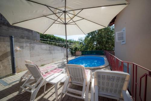 Bazén v ubytovaní Apartments Ivona - swimming pool alebo v jeho blízkosti