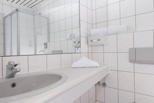 A bathroom at Good Morning + Bad Oldesloe