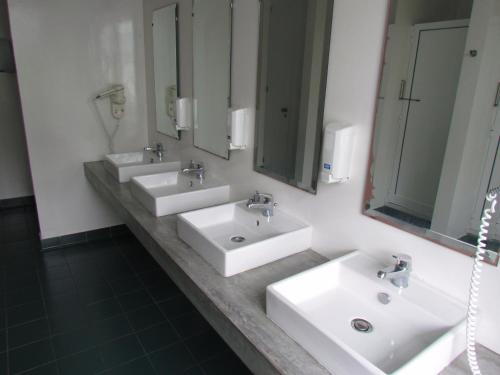 A bathroom at Azores Youth Hostels - Pico