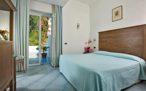 A bed or beds in a room at Hotel La Floridiana