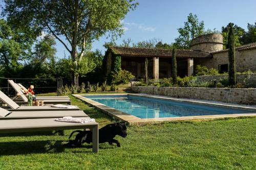 The swimming pool at or close to Clos des Muettes