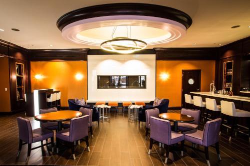 Ein Restaurant oder anderes Speiselokal in der Unterkunft Kimpton Marlowe, an IHG Hotel