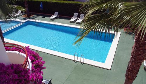 A view of the pool at Apartamentos Vista Playa I or nearby
