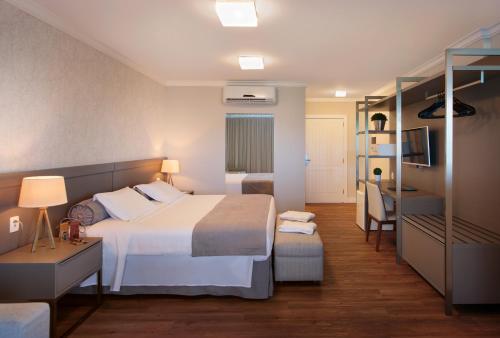Cama ou camas em um quarto em Infinity Blue Resort & Spa