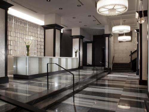 The lobby or reception area at Silversmith Hotel Chicago Downtown