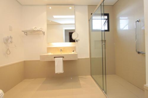 A bathroom at Oasis Tower Hotel