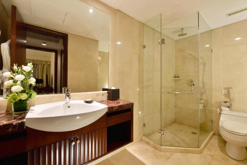 A bathroom at Hotel Equatorial Shanghai