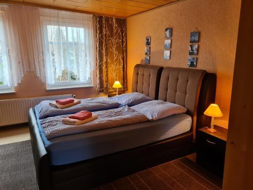 Ein Bett oder Betten in einem Zimmer der Unterkunft Haus Doris
