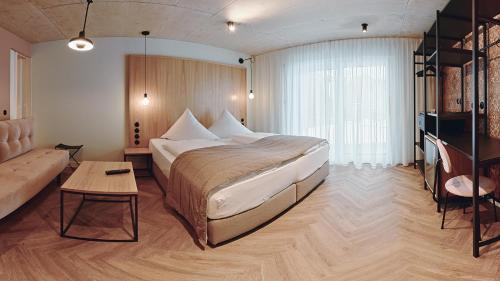 A bed or beds in a room at Hotel Sonne