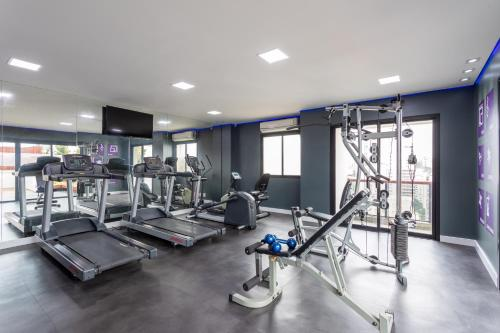 The fitness center and/or fitness facilities at Mercure Sao Paulo Pamplona